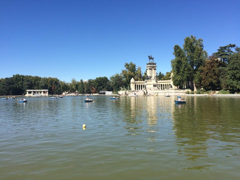 parque-del-retiro-madrid-running-pond-row-boats