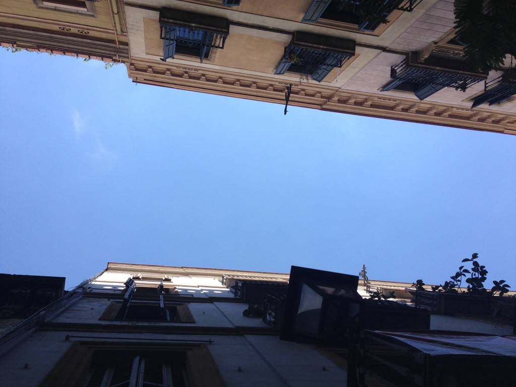 barcelona-spain-el-gotic-neighborhood-streets