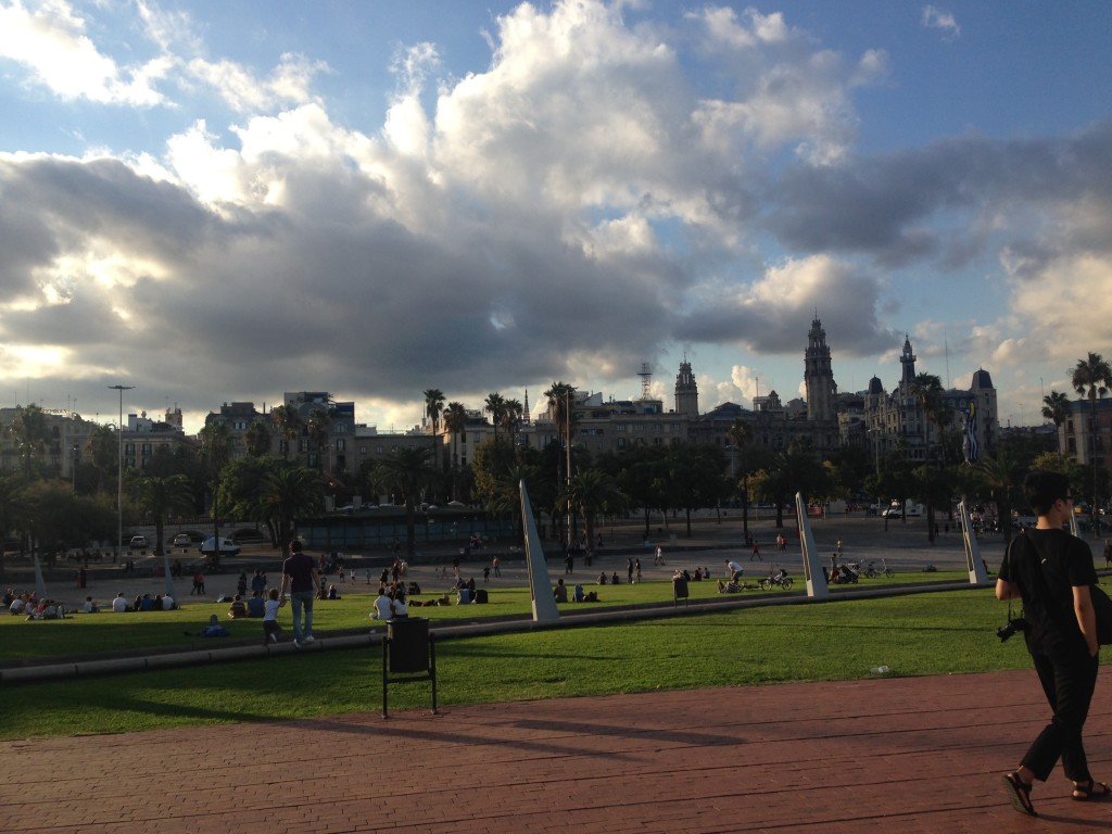 park-near-barcelona-port-harbor