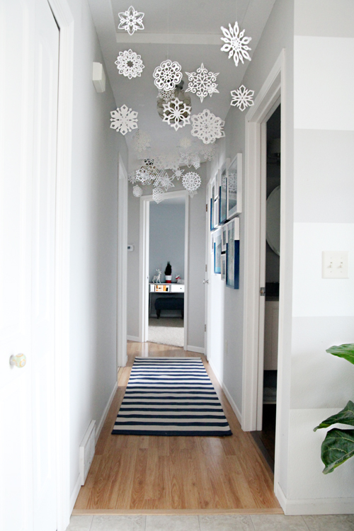 Zero Waste Christmas Decorations – Paper Snowflakes via iheart Organizing